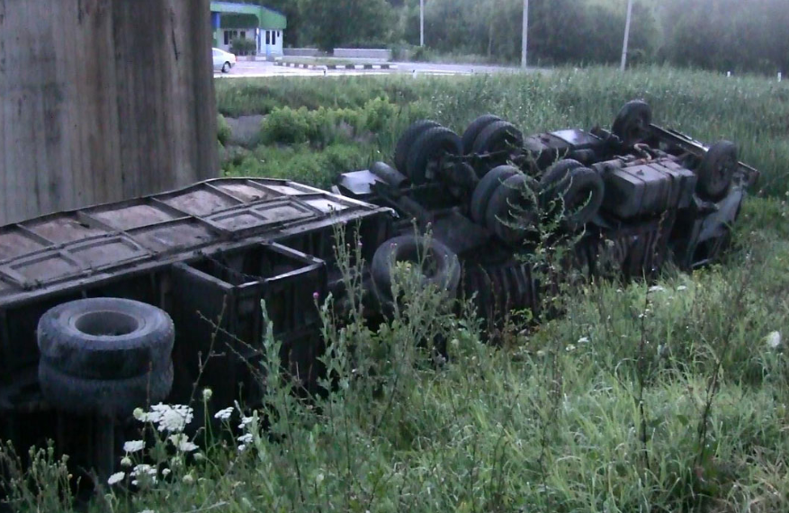 camion răsturnat