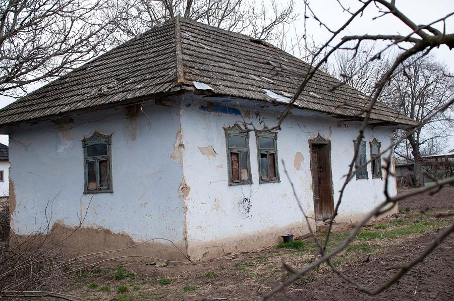Pererita sat casă părăsită