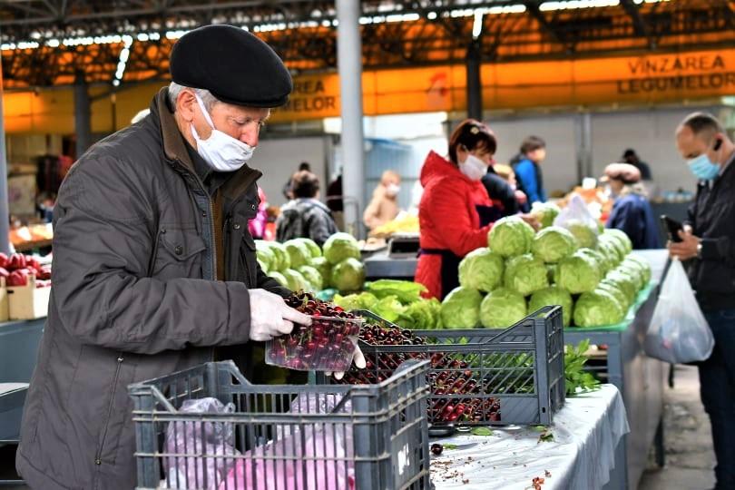 Piața Centrală comerț vânzători legume fructe
